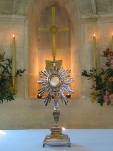 Adoration eucharistique mondiale dans Annonces diverses ostensoir-du-miracle-224x300